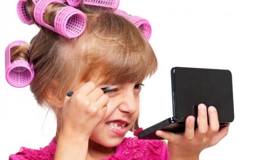 С какого возраста начинают расти волосы на лобке у девочек